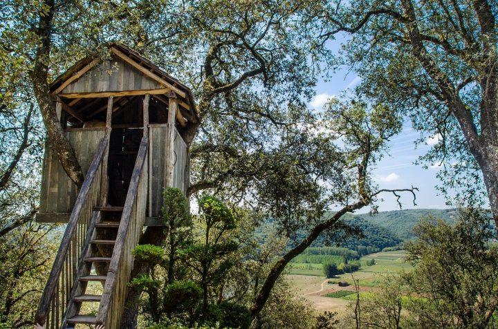 Cabanes dans les arbres: passer un week-end insolite